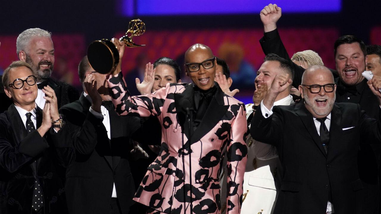 RuPaul recibe el premio al mejor programa de concurso por 'RuPaul's Drag Race'.