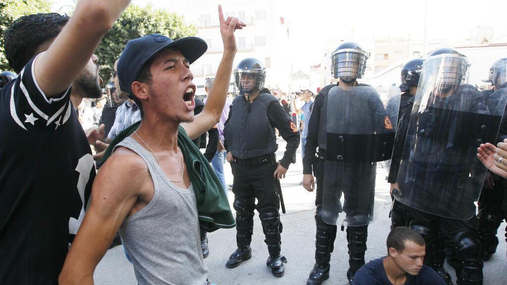 Des manifestants réclament la libération des leaders de leur mouvement, le 20 juillet, à Al-Hoceïma dans le Rif.