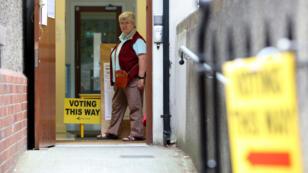 Une électrice au bureau de vote de la Drumcondra National School, à Dublin, le 24mai2019.