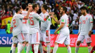 L'équipe d'Espagne célèbre sa victoire face à l'Iran, le 20 juin 2018, à Kazan, en Russie.