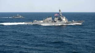 مدمرة أميركية إرسلت إلى مسافة تبعد 12 ميلا بحريا عن جزر متنازع عليها في بحر الصين الجنوبي
