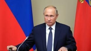 Le président russe Vladimir Poutine préside une réunion du Conseil de sécurité de l'ONU, à la résidence Novo-Ogaryovo, le 5 août 2019.