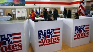 Les électeurs votent dans la ville de Bow, dans le New Hampshire, le 9 février 2016.