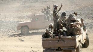 مقاتلون يمنيون موالون للرئيس عبدربه منصور هادي في مأرب في 16 كانون الأول/ديسمبر 2015