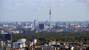 Berlín es la capital y la ciudad más grande de Alemania.