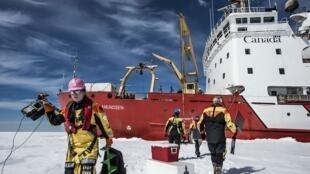 El deshielo marino y el de la tierra ofrecen perspectivas de navegación permanente en el océano Ártico, la última gran reserva mundial de hidrocarburos...