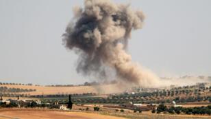 Des bombardements pro-régime dans la région de Maar Hitat, dans la province d'Idlib, dans le nord de la Syrie, le 20 août.