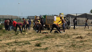 La justice a exigé la mise en place, sous 10 jours, de points d'eau et de sanitaires pour les migrants de Calais.