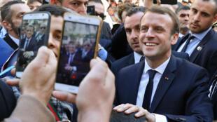Emmanuel Macron s'est offert un bain de foule à Alger, le 6 décembre 2017.