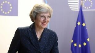 رئيسة الوزراء البريطانية تيريزا ماي تتحدث قبيل مغادرتها قمة بروكسل في 29 حزيران/يونيو 2018