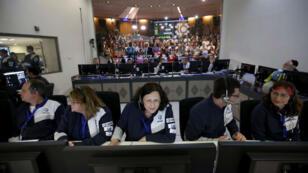 Fotografía cedida a EFE por Israel Aerospace Industries (IAI) que muestra el centro de control de SpaceIL en Yahud, Israel.