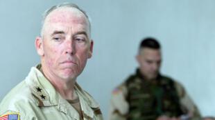 Le général Miller, photographié ici le 5 mai 2004, a dirigé la prison d'Abou Ghraib, en Irak.