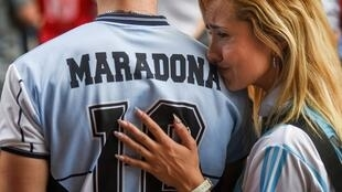 maradona mujer llorando