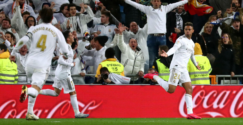 El delantero Mariano celebra el segundo gol del Real Madrid ante el Barcelona en los últimos minutos del partido. 1 de marzo de 2020.