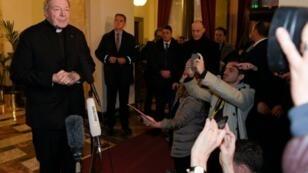 Le cardinal australien George Pell a été entendu jeudi 3 mars dans une enquête sur la maltraitance sexuelle des enfants.