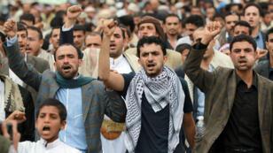 Manifestants du mouvement chiite houthi dans les rues de Sanaa