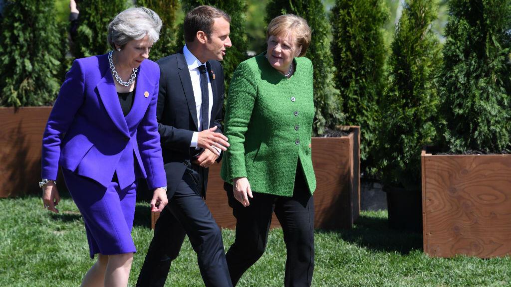 La Première ministre britannique, Theresa May, en compagnie d'Emmanuel Macron et de la chancelière allemande Angela Merkel, le 8 juin à Malbaie au Canada.