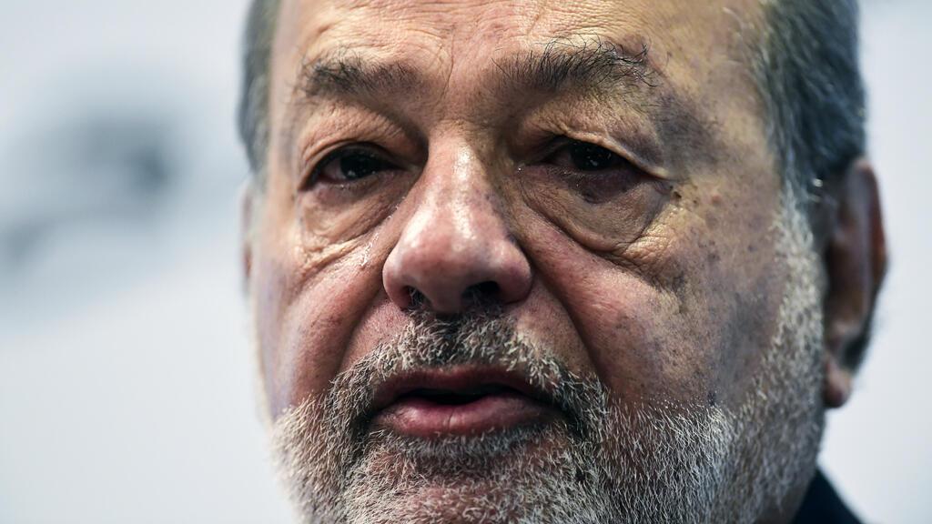 El magnate mexicano Carlos Slim habla durante una conferencia de prensa en la Ciudad de México el 10 de octubre de 2017.