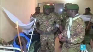 2019-12-12 09:05 Suite à l'attaque jihadiste contre l'armée nigérienne, Macron reporte le sommet Élysée-Sahel à 2020