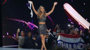 Miss España Angela Ponce compite durante la ronda final del concurso Miss Universo en Bangkok, Tailandia, el 17 de diciembre de 2018.