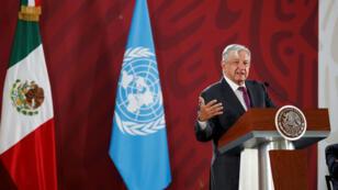 """Durante su conferencia de prensa matutina en Palacio Nacional, López Obrador señaló que en lo que hay una disminución en los índices de homicidios y otros delitos, pero """"muy marginal"""", en Ciudad de México, México, el 20 de mayo de 2019."""
