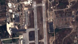 Vue satellite d'une base militaire russe, en Syrie.