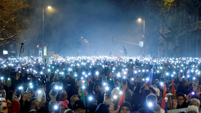 Miles de personas protestan en Budapest contra las políticas del primer ministro Viktor Orbán, el 16 de diciembre de 2018.