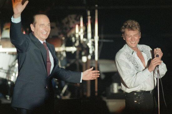 Johnny Hallyday s'est produit en première partie du meeting de Jacques Chirac le 20 mars 1988.