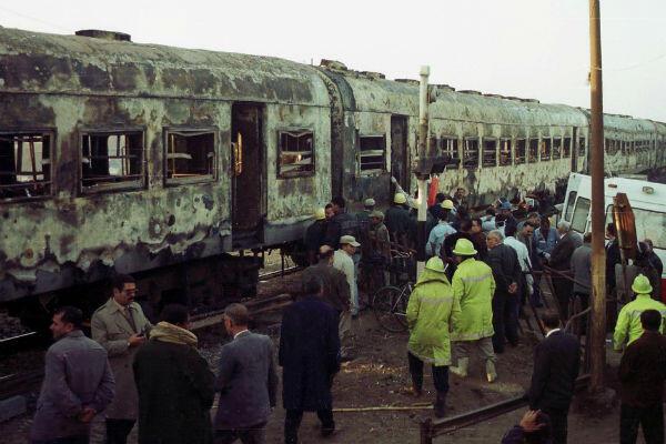 Un incendie provoqué par un petit réchaud s'est propagé à sept wagons. Au moins 370 personnes ont perdu la vie dans le train reliant Le Caire à Assouan, en 2002.