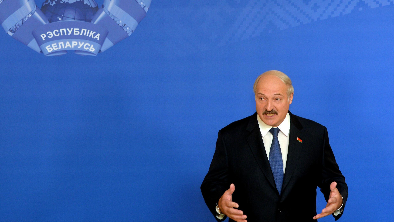 Le président sortant Alexandre Loukachenko a été réélu pour un cinquième mandat à la tête de la Biélorussie, le 11 octobre 2015.