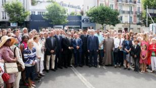 """""""Photo de famille"""", proposée par le prêtre de Notre-Dame-de-la-Consolation au Raincy (Seine Saint-Denis), le 31 juillet 2016."""