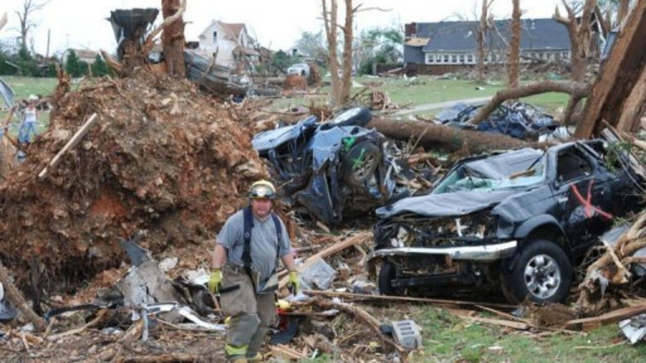 Death toll rises in wake of deadly tornadoes