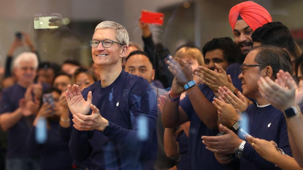 Tim Cook, lors de l'ouverture d'un Apple Store à San Francisco, le jour du lancement de l'iPhoneX