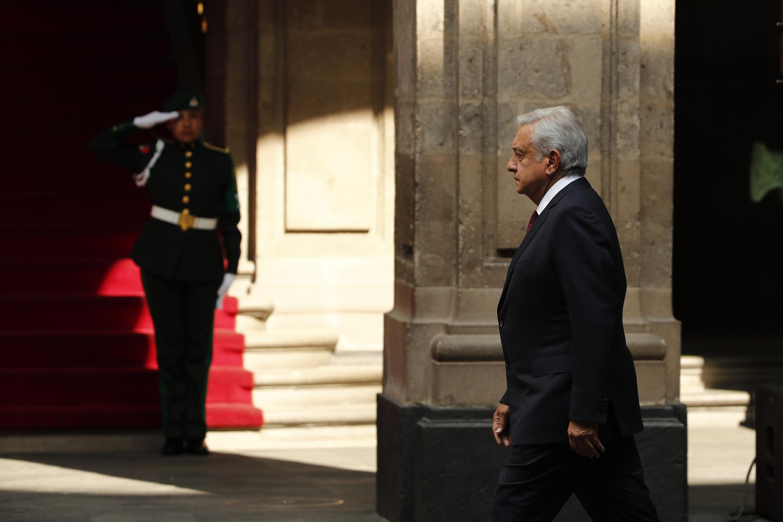 El presidente de México, Andrés Manuel López Obrador, asiste el domingo 5 de abril de 2020 a un acto celebrado en el Palacio Nacional para dar a conocer el plan de reactivación económica para enfrentar la pandemia de Covid-19.