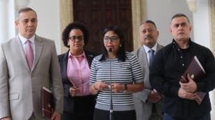 La presidenta de la Asamblea Nacional Constituyente, Delcy Rodríguez (c); al fiscal general, Tarek Saab (d) y al presidente del Tribunal Supremo de Justicia, Maikel Moreno (i), el pasado 9 de noviembre de 2017, en Caracas, Venezuela.