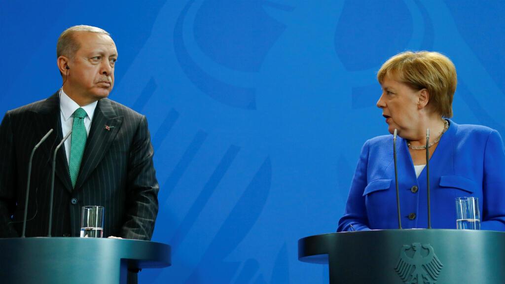 Tayyip Erdogan y  Angela Merkel reunidos en conferencia de prensa en Berlín el 28 de septiembre de 2018.