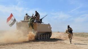 قوات عراقية في قرية العلم شمال شرق تكريت في 8 آذار/مارس 2015