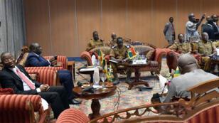 De gauche à droite : Goodluck Jonathan, Macky Sall, Isaac Zida et John Dramani Mahama, mercredi à Ouagadougou.
