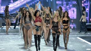 Les anges lors du défilé Victoria's Secret à Paris, le 30 novembre 2016.