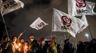 Des partisants des Farc manifestent à Bogota, le 9 avril 2019, contre l'arrestation de Jesus Santrich, ex-négociateur du processus de paix, pour trafic de drogue.