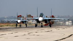 Des avions de chasse de l'armée russe, le 3 octobre 2015 sur la base aérienne de Hmeimim, en Syrie.