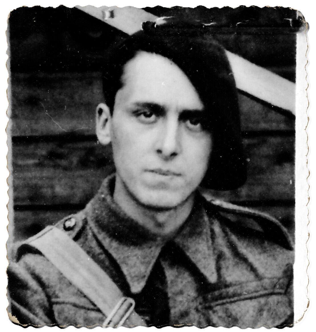 Daniel Cordier en Angleterre en juillet 1940.
