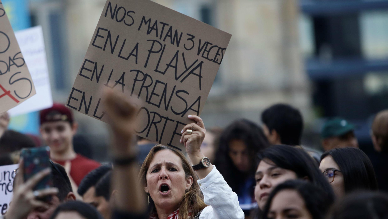 Mujeres protestan por los asesinatos de las turistas María Trinidad Matus de México y Arantxa Gutiérrez de España. Las manifestantes se reunieron en San José,  el 10 de agosto de 2018.