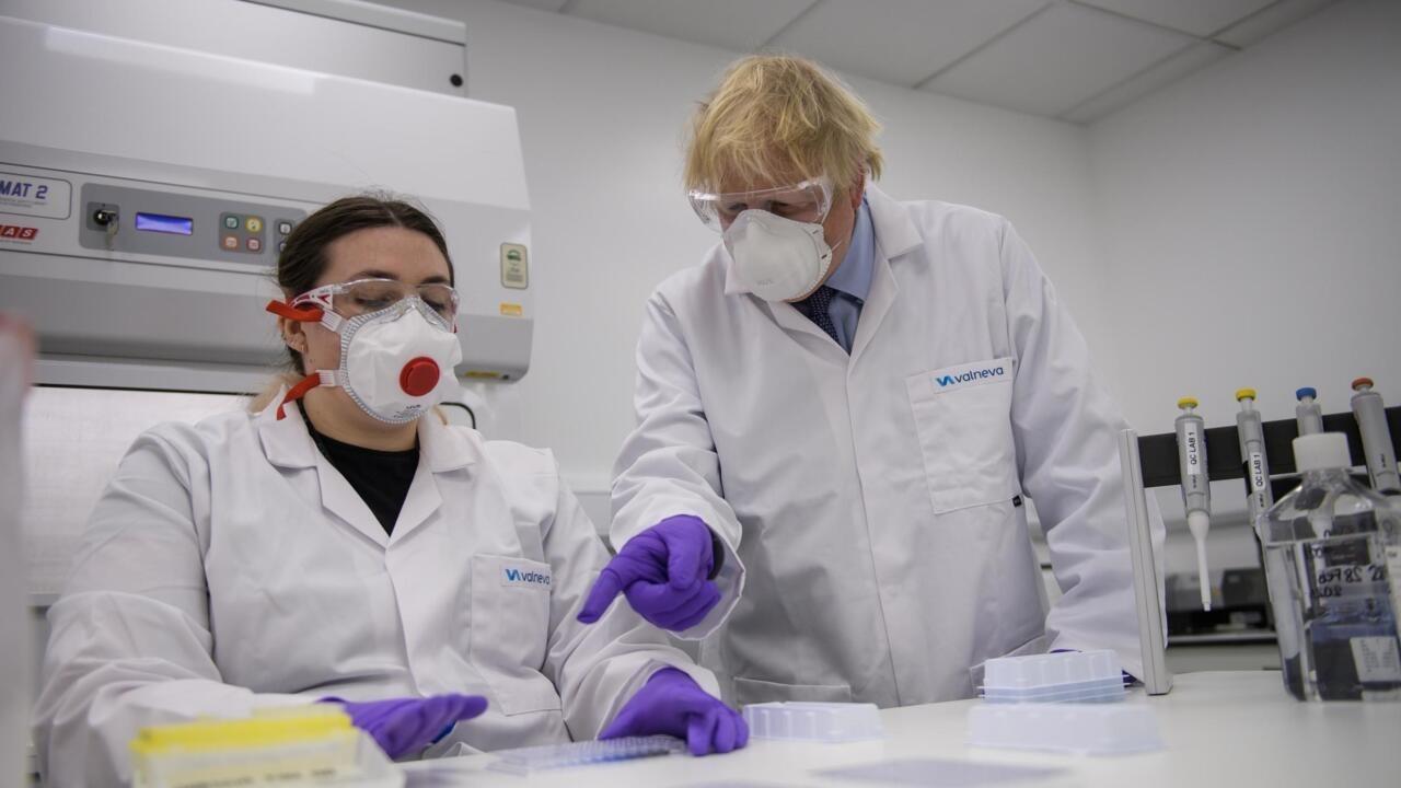 Covid-19 : le Royaume-Uni, premier client du vaccin de la start-up française Valneva - FRANCE 24