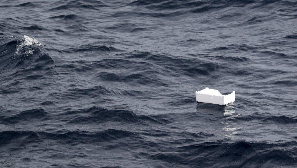 Un trozo de poliestireno flotando en la costa francesa en el mar Mediterráneo. Foto tomada en junio de 2018.
