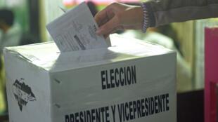 El CNE realiza la convocatoria en medio de un enfrentamiento entre los partidos que impidió ponerse de acuerdo para aprobar una nueva Ley Electoral