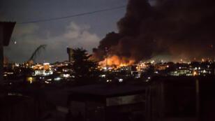 À Lilreville, l'Assemblée nationale gabonaise en flammes après l'annonce de la réélection d'ALi Bongo, le 31 août 2016.