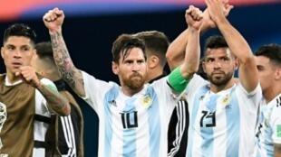فرحة ميسي وزملائه بعد فوزها على نيجيريا وتأهلهم لثمن النهائي