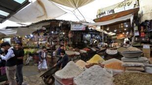 متجر في سوق مدينة صنعاء تم قصفه، اليمن، 24 يوليو/تموز 2019.