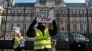 """متظاهر """"سترة صفراء"""" في 19 يناير/كانون الثاني 2019 في ليون"""